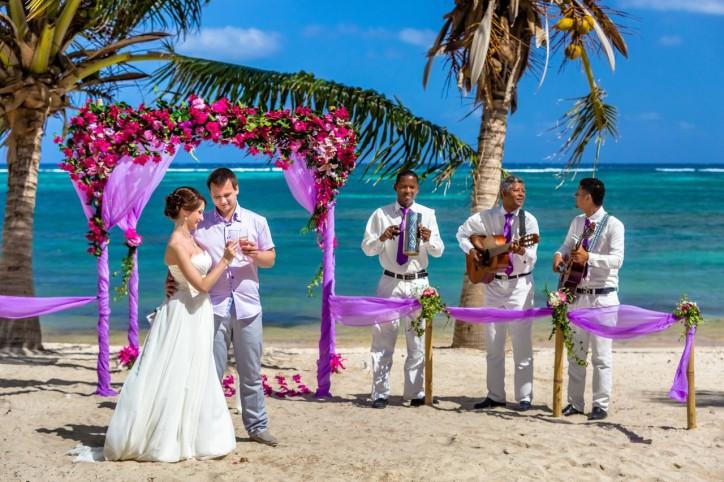 Отзыв от Оли и Антона, свадьба в Доминикане – Читать далее