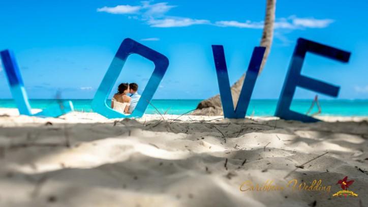 Новинка декора для свадебной церемонии — объемное слово LOVE !