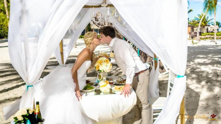 ЭКСКЛЮЗИВ: Романтический Ужин для двоих на берегу Атлантического Океана на пляже Кап Каны