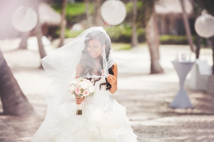 Создание образа невесты, включая платье и прическу, а затем и свадьба в единой концепции – Читать далее
