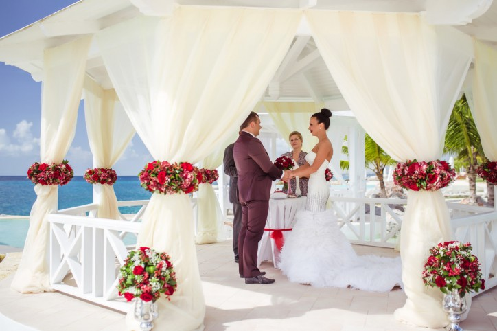 Необычные и красивые локации для свадеб — газебо, пляжи, церковь, сад – Читать далее